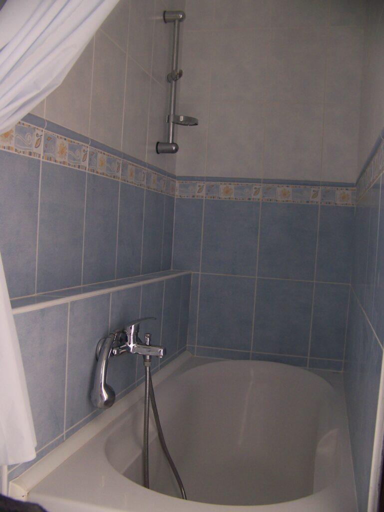 Trojlôžková izba kúpeľňa