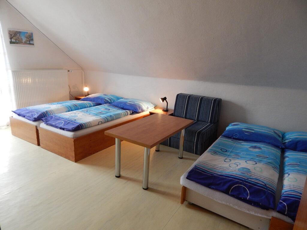 Trojlôžková izba s prístelkou